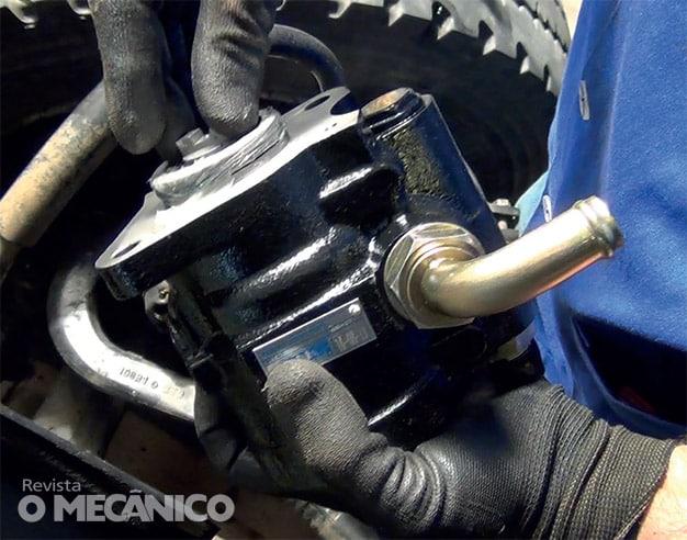 Mecânica Diesel: Troca da Bomba Hidráulica no Caminhão VW 8-150