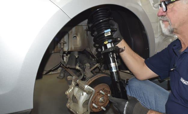 Suspensão: Substituição dos amortecedores do Ford Ka+
