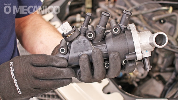 Arrefecimento: Troca da Válvula Termostática e Carcaça do Ford Fiesta 1.6 Rocam