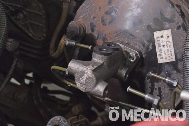 Freio: Troca do cilindro-mestre no Fiat Uno Way 2011