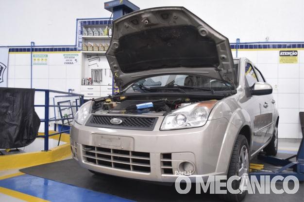 Motor: Substituição da correia de acessórios do Fiesta Rocam 1.6