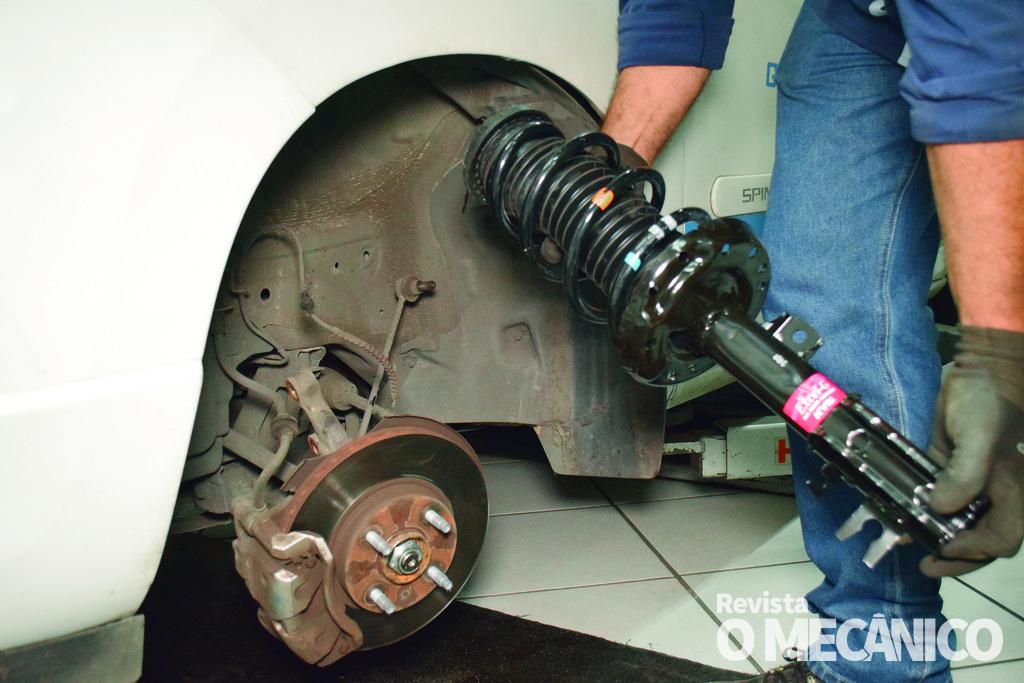 Suspensão: Troca dos Amortecedores do Chevrolet Spin