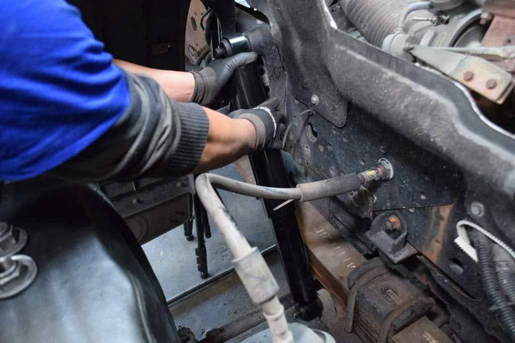 Mecânica Diesel: Troca de Amortecedores Dianteiros no Caminhão VW